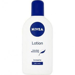 Nivea Extra Rich Moisturising Lotion for Dry Skin - Pack of 250ml